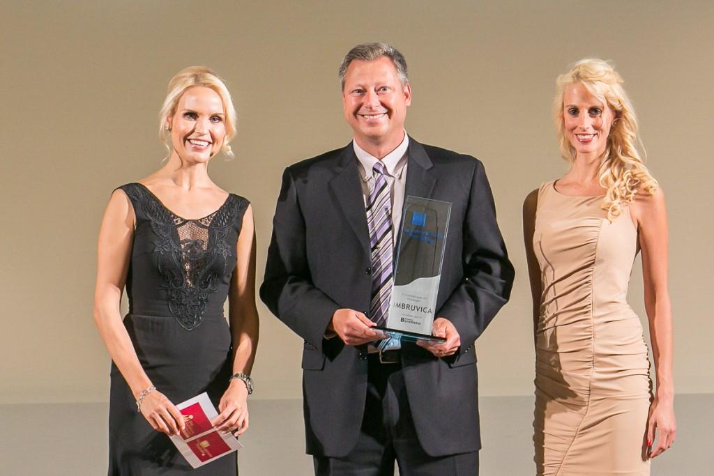Gerd Czekalla, Direktor Hämatologie und Onkologie Janssen-Cilag, (Mitte) auf der Preisverleihung