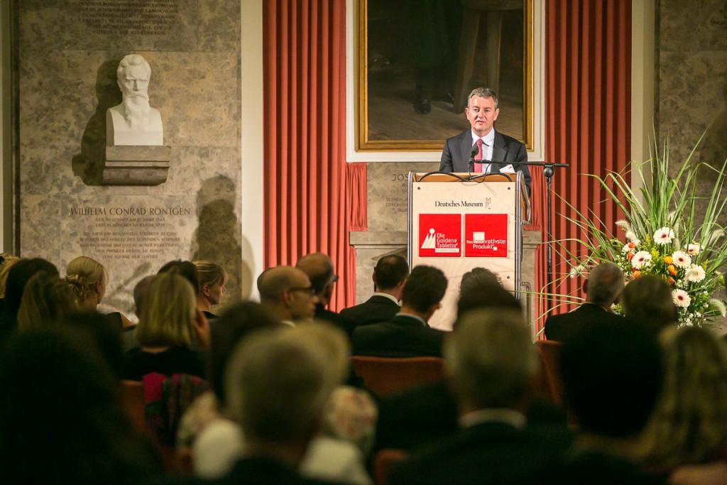 Festredner Dr. Thomas Rodenhausen, Vorstand Harris Interactive AG, auf dem Pharma Trend Image & Innovation Award