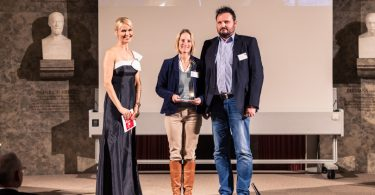 Katharina Golomb (Mitte), Senior Product Manager und Matthias Nollen (Rechts), Area Sales Manager Astellas Pharma